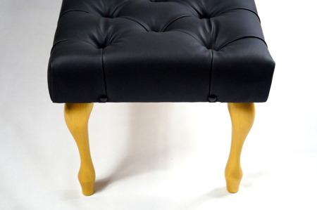Pufa Ławeczka Pikowana Eko Skóra Czarna Nogi Złote Ćwieki Chesterfield 90cm